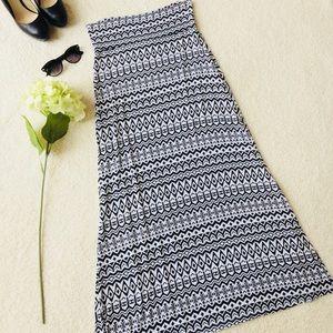‼️Charlotte Russe Women's B&W Geometric Maxi Skirt